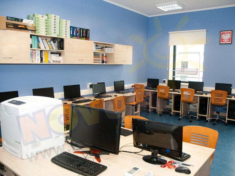 Novum Szafka wisząca do sali komputerowej bez drzwiczek